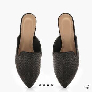 Pointed flat black shoes mules
